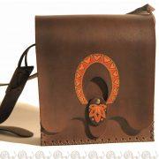 borsa cuoio rigido lavorata e decorata a mano
