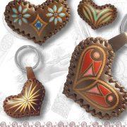 portachiavi cuore decorato in cuoio